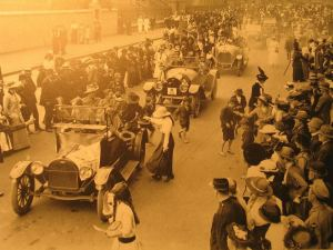 Collecting for the Red Cross – Sydney first Anzac Day 1916