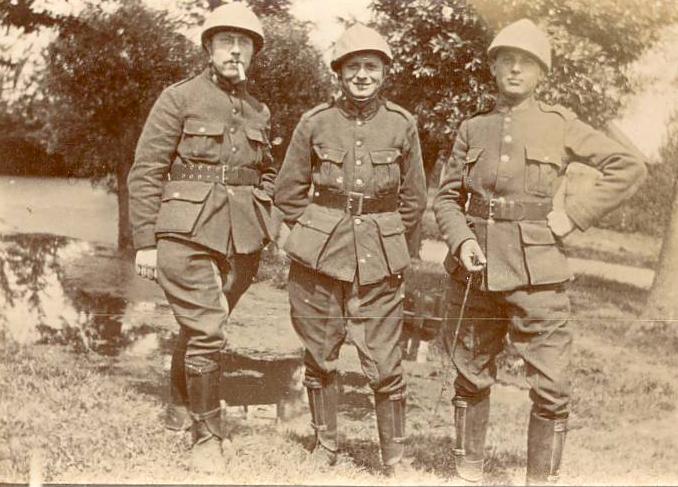 Franz Tommelein (left, smoking a cigarette) 1916